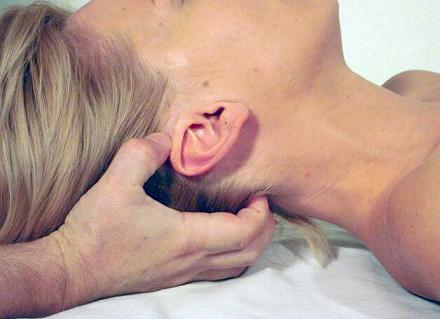 Fig.1. Position of the head and the practitioner's hand associated with the VBI (according to the article)